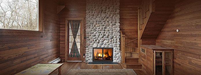 Domowe ciepło bijące z kominka