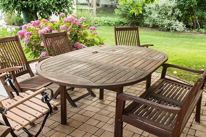Drewniane i ręcznie robione meble ogrodowe